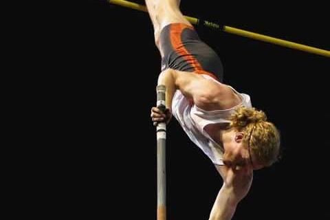 Steve Hooker vaulting at 2009 Sydney Track Classic (Getty Images)