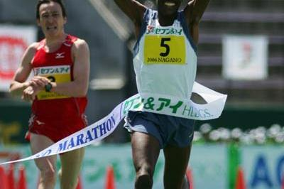 Nephat Kinyanjui celebrating his win at the Nagano Marathon (Kazutaka Eguchi/Agence SHOT)