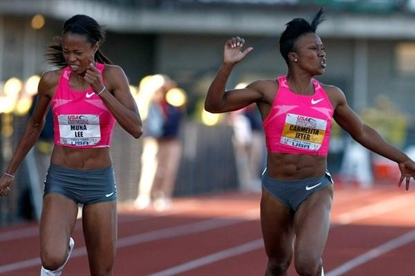 Carmelita Jeter (r) and Muna Lee (l) finish 1-2 in the 100m at the US championships (Getty Images)