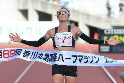 Eloise Wellings wins at the 2015 Marugame Half Marathon (Getsuriku - Masamichi Makino)