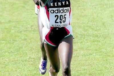 Alice Timbilil of Kenya crosses the finish in Vilamoura to take 2000 IAAF World Junior Cross Country silver (Mark Shearman)