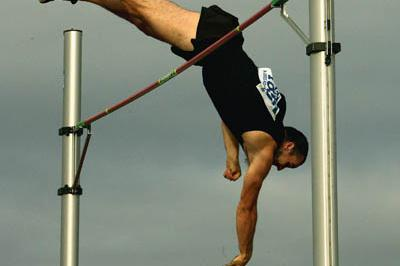 Paul Burgess clears 5.80 to win Adelaide meet (Getty Images)
