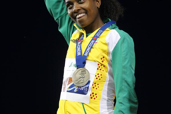 Ethiopia's Genzebe Dibaba receives her 5000m gold medal (Getty Images)