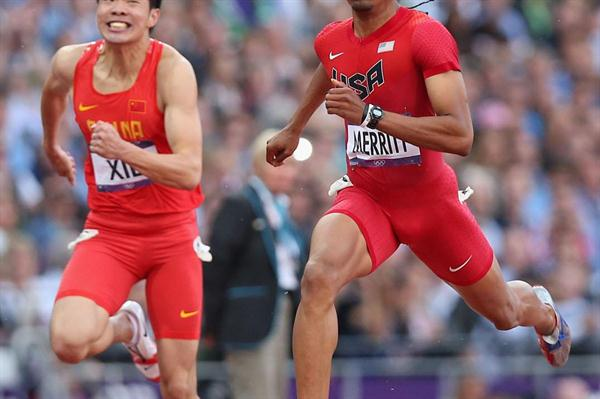 (L-R) Wenjun Xie of China and Aries Merritt of the United States competes in the Men's 110m Hurdles Semifinals on Day 12 of the London 2012 Olympic Games on 8 August 2012 (Getty Images)