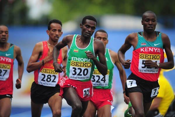 Teshome Dirisa of Ethiopia on his way to winning the Boys' World Youth 1500m title (Getty Images)