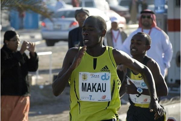 Patrick Makau Musyoki battles to the finish in Ras Al Khaimah in 2008 (IAAF.org)
