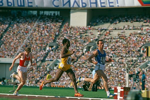 Pietro Mennea wins the 1980 Olympic 200m title (Getty Images)