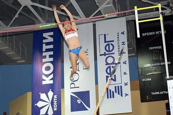 Yelena Isinbayeva successfully scales the 5m summit indoors in Donetsk (Zepter)