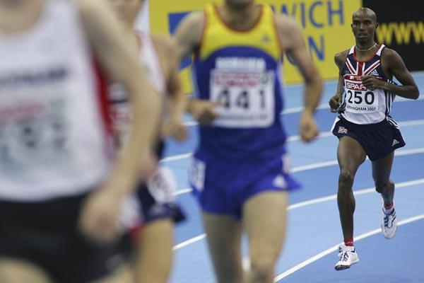 Mo Farah recovers after falling in Birmingham heats (Getty Images)