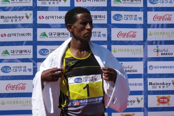 Yemane Tsegay Adhane wins the 2014 Daegu International Marathon (Rober Wagner / organisers)