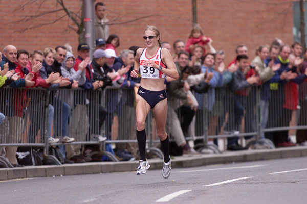 Paula Radcliffe on her way to winning the 2001 world half-marathon title in Bristol (Getty Images)