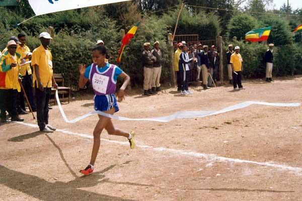 Werknesh Kidane wins the 2004 East African XC Champs (M. Wossenyeleh)