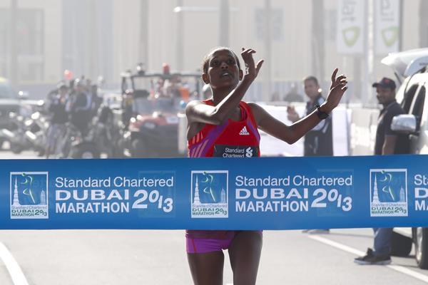 Tirfi Tsegaye winning the 2013 Dubai Marathon (Organisers)