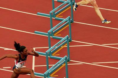 Lashina Demus and Yuliya Pechonkina enter the final straight (Getty Images)