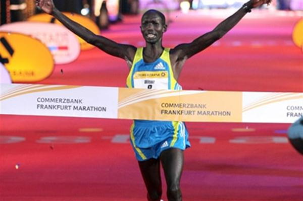 Wilson Kipsang wins the 2010 Frankfurt Marathon in a course record of 2:04:57 (Victah Sailer)
