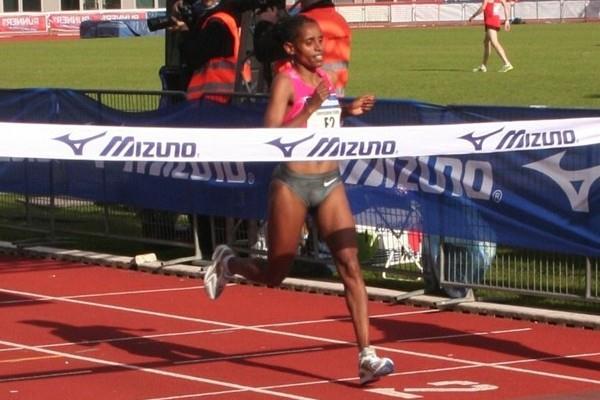 Eyerusalem Kuma takes the win in Amsterdam in 2:27:43 (Tom Metiary/organisers)