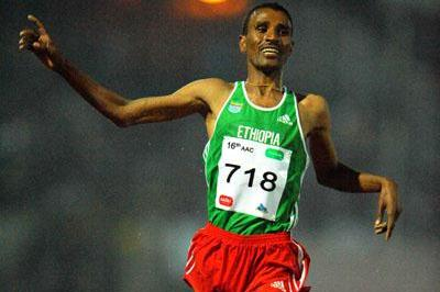 Gebregziabher Gebremariam taking the African 10,000m title in Addis Ababa (Jiro Mochizuki (Agence shot))