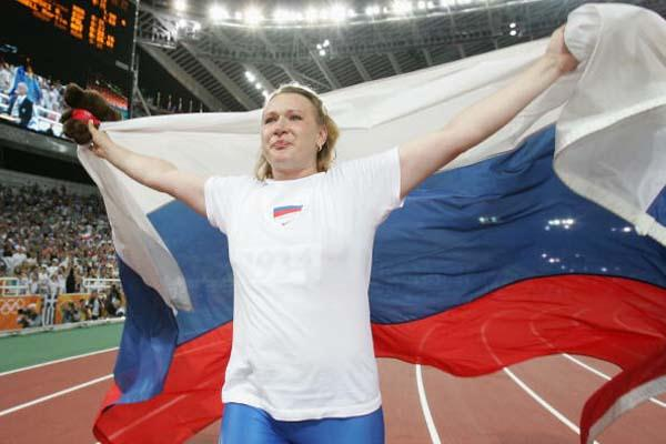 Natalya Sadova celebrates winning gold in the women's Discus Throw (Getty Images)