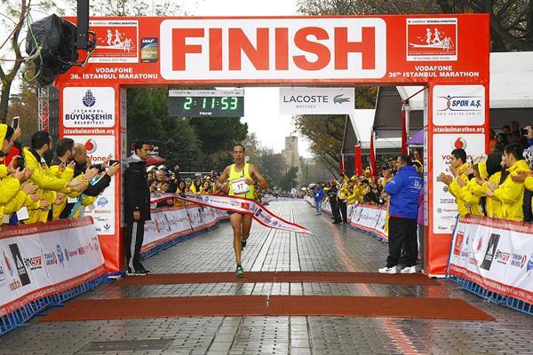 Hafid Chani winning at the 2014 Vodafone Istanbul Marathon (Organisers)