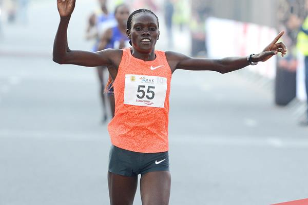 Cynthia Limo wins at the 2016 RAK Half Marathon (Victah Sailer / organisers)