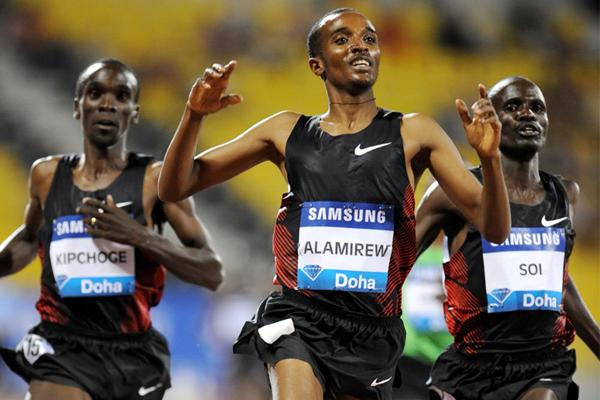 Yenew Alamirew takes the 3000m in Doha (Jiro Mochizuki)