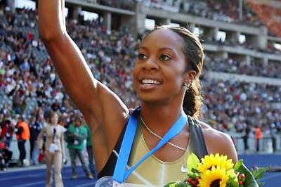 Sanya Richards waves to the crowd in Berlin (Getty Images)