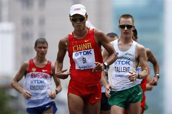 (L-R) Denis Nizhegorodov of Russia, Tianfeng Si of China and Jared Tallent of Australia compete in the men's 50km race walk (Getty Images)