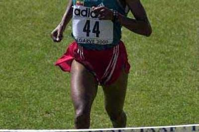 Derartu Tulu approaches the finish line in World Cross Country (Getty Images)