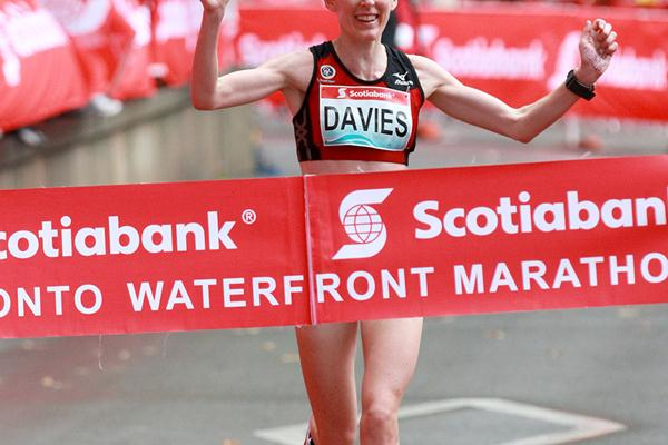 Mary Davies (NZL) winning the 2012 Toronto Marathon (Victah Sailer)