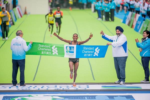 Feyera Gemeda wins the 2014 Standard Chartered Hong Kong Marathon (Organisers)