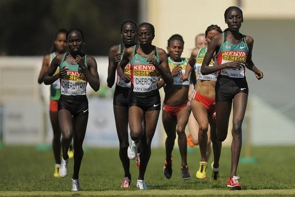 Vivian Cheruiyot and Linet Masai of Kenya in the leading pack at the IAAF World Cross Country Championships in Punta Umbria (Getty Images)