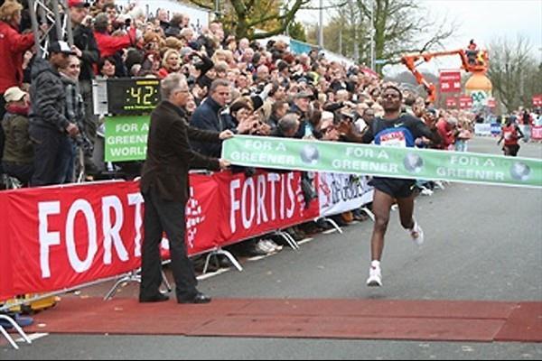Ayele Abshiro captures an impressive victory in Nijmegen (Zevenheuvelenloop organisers)