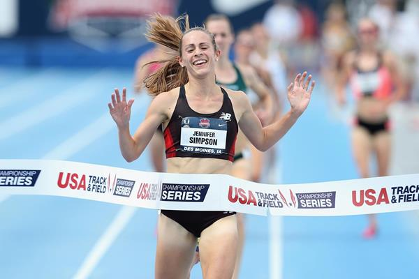 Jenny Simpson crosses the line in the 5000m at the 2013 US Championships (Getty Images)