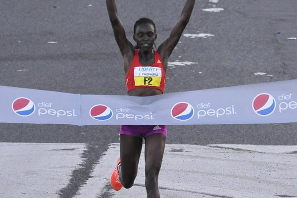 Joyce Chepkirui winning the 2013 World's Best 10K in Puerto Rico (Alvin Rodriguez)