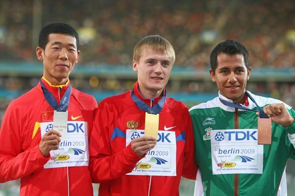 (L-R) Hao Wang of China, Valeriy Borchin of Russia and Eder Sánchez of Mexico receive the first medals of the 12th IAAF World Championships (Getty Images)