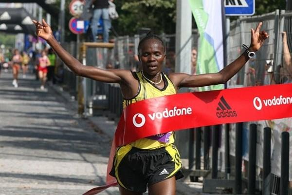 Kenya's Helena Kirop wins the women's race (Marcelino Almeida)