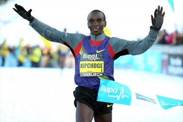 Eliud Kipchoge dominates in the Edinburgh snow (Mark Shearman)
