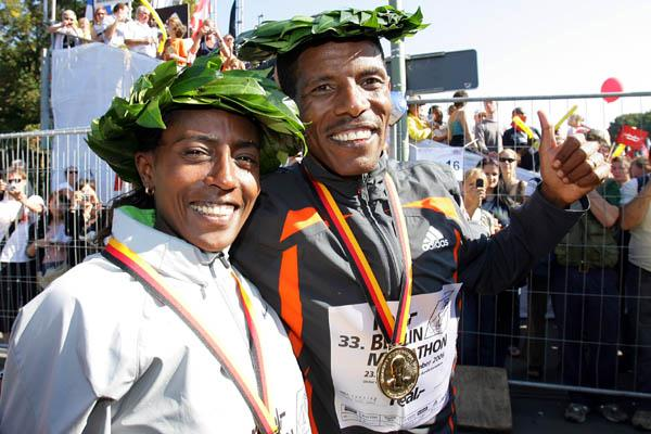 Haile Gebrselassie and Gete Wami after their 2006 victories in Berlin (Victah Sailer)