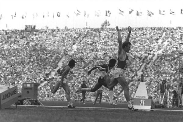 Valeriy Borzov (URS / UKR) - who celebrated his 60th birthday on 20 October 2009 - is seen winning the 200 metres final from Larry Black of the USA and Pietro Mennea of Italy at the 1972 Olympic Games in Munich, Germany (Getty Images)