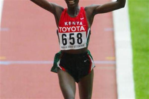 Catherine Ndereba wins the women's marathon (Getty Images)