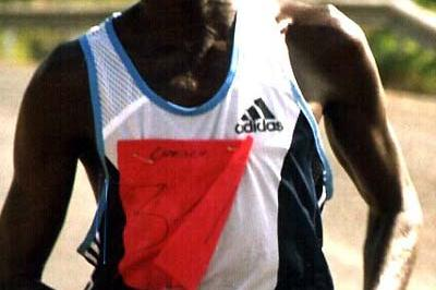 Mbarak Shami on the path to victory in the 2004 Baringo Half Marathon (Macharia)