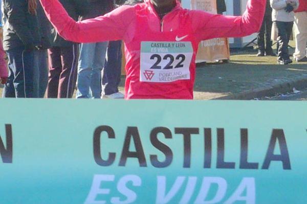 Verónica Nyaruai cruises to victory at Venta de Banos (Miguel Alfambra)