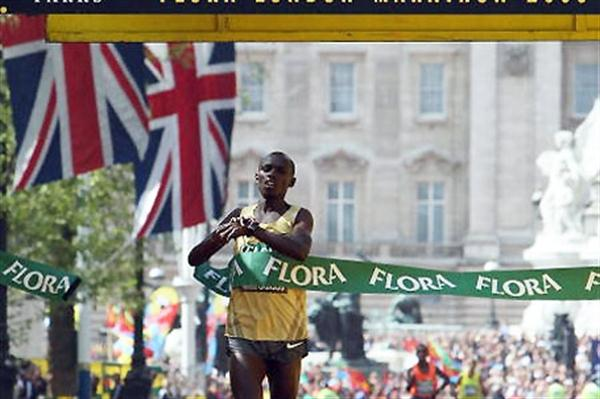 Sammy Wanjiru crosses the line to win the 2009 Flora London Marathon (Getty Images)