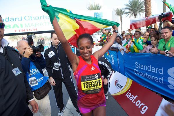 Tirfi Tsegaye after winning the 2013 Dubai Marathon (Organisers)