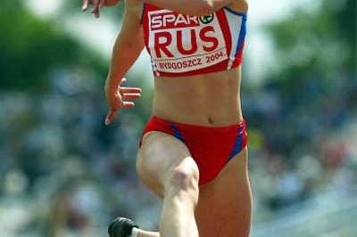 Anna Pyatykh (RUS) jumping in the 2004 European Cup (Getty Images)