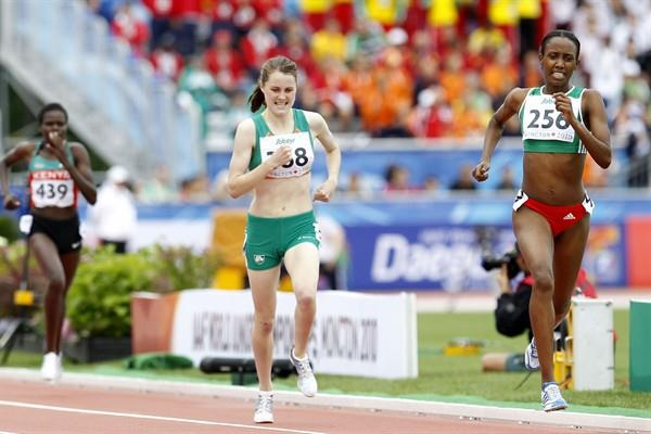 Tizita Bogale of Ethiopia holds off Ireland's Ciara Mageean in the women's 1500m final (Getty Images)