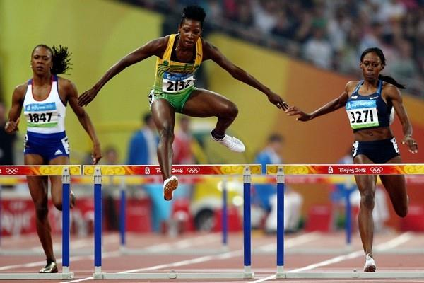 Melaine Walker (centre) is chased by silver and bronze medallists Sheena Tosta (right) and Tasha Danvers (left) (Getty Images)