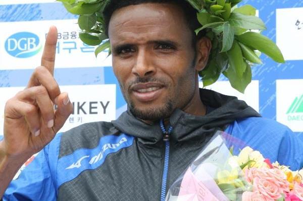 Girmay Birhanu after winning the 2015 Daegu Marathon (Organisers)