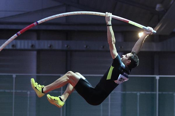 Renaud Lavillenie in action in the pole vault (Jean-Pierre Durand)