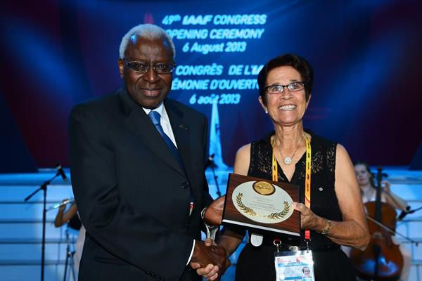 Lamine Diack with Esther Maynard, recipient of an IAAF Plaque of Merit (Getty Images)